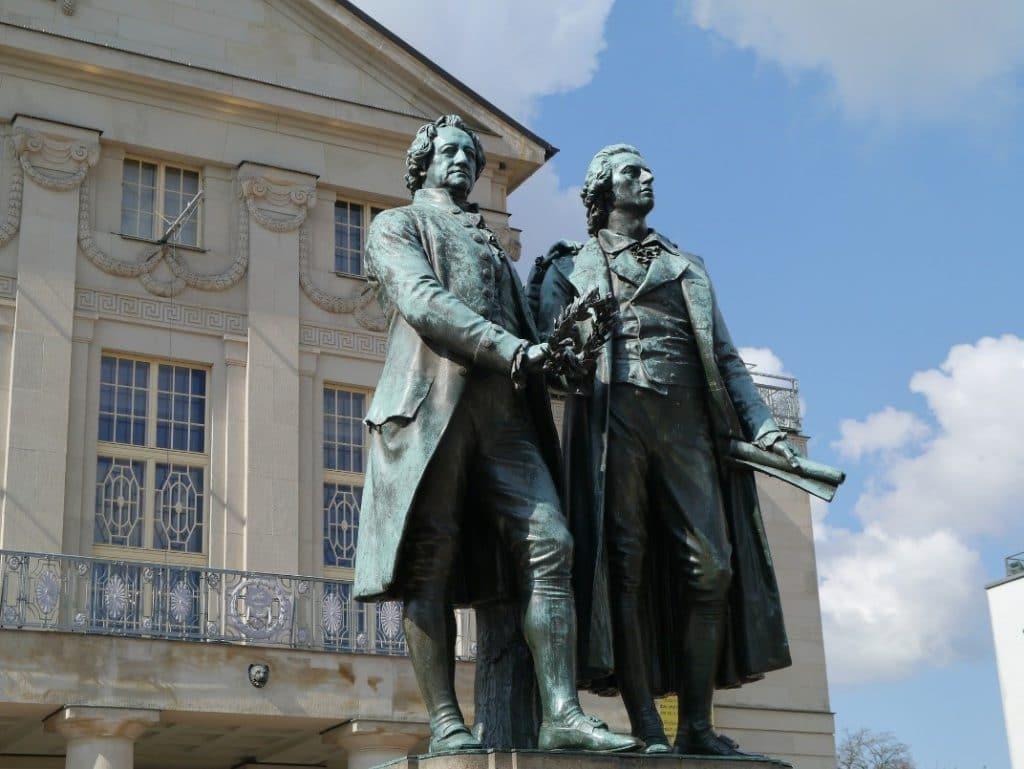 国民劇場前のゲーテとシラーの像