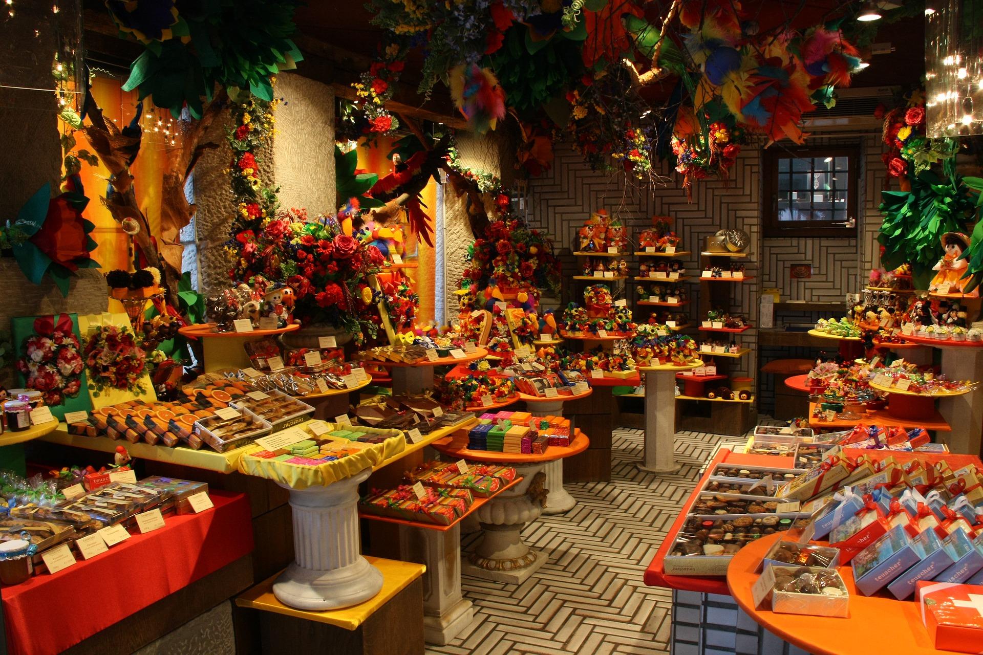 チューリッヒのバーンホフ通りにある老舗ショコラティエ店「トイシャー」 (隣にはバーバリーとウブロ、向かいにはカルティエのお店が建っています)